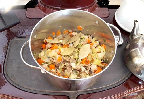 鶏肉と野菜の具沢山スープ